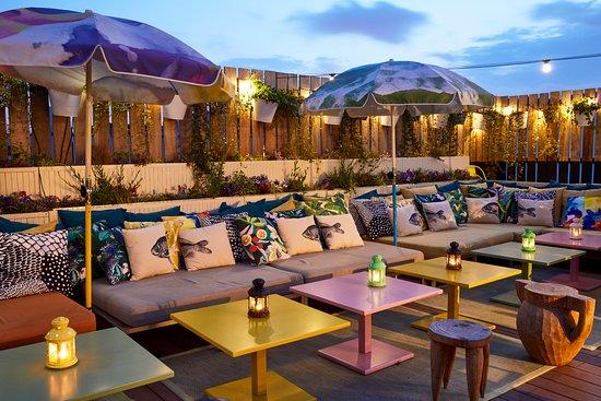 parijs rooftopbar mama shelter paris terrace tables