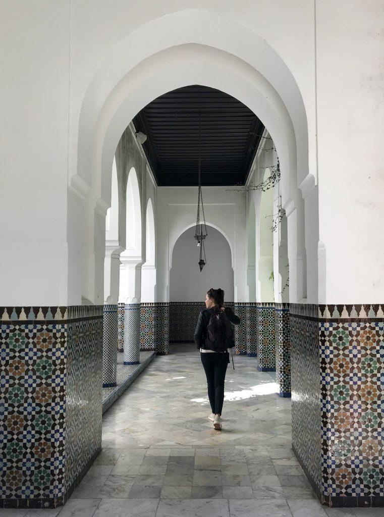grande mosquee de paris woman walking