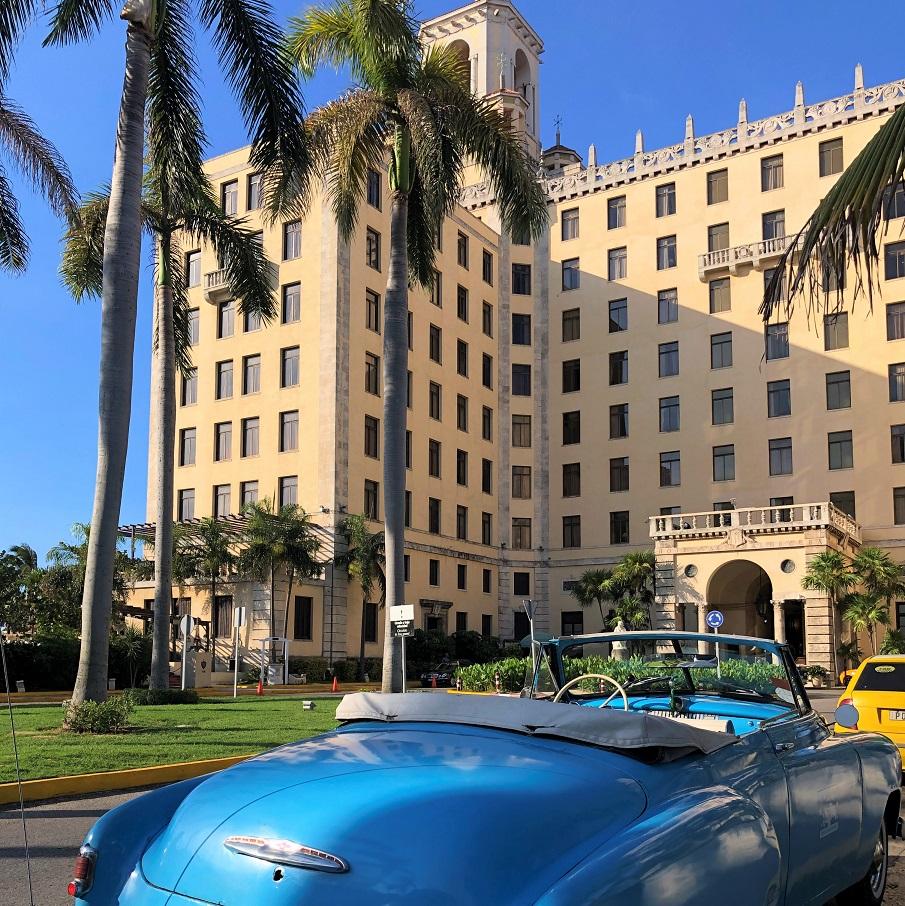 oldtimer in front of hotel nacional