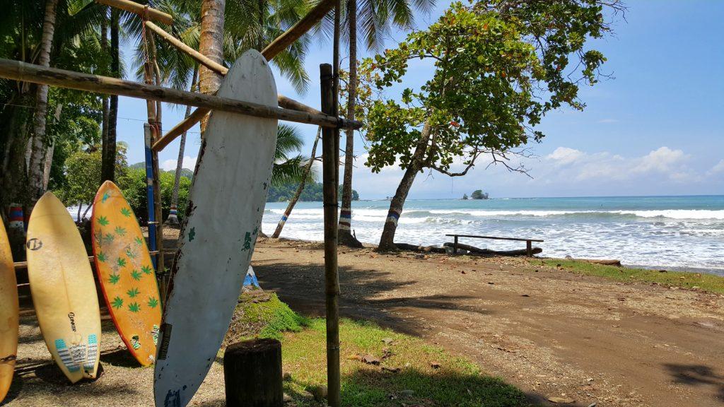 playa dominicalito surfen costa rica