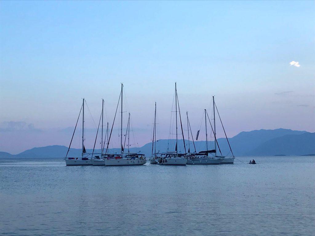 flottielje zeilen in griekenland uitzicht