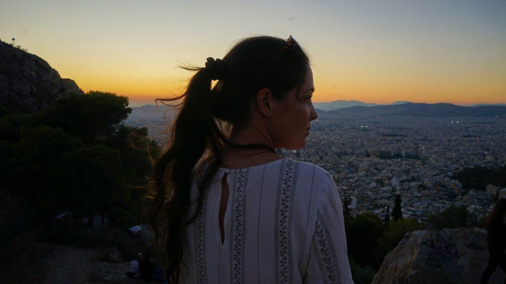 vrouw uitzicht lycabettus hill athene