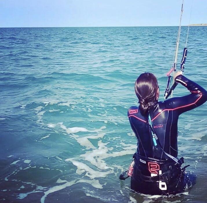 kitesurfen brouwersdam vrouw