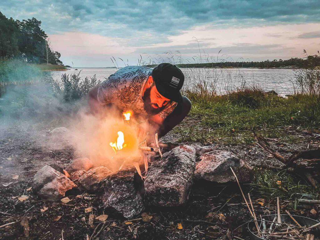 Wildkamperen in Zweden vuur maken